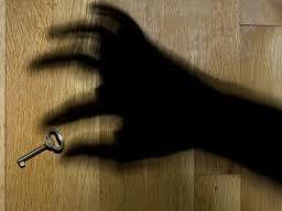 Симферопольские мошенники, обещавшие квартиру за взятку, получили три года условно